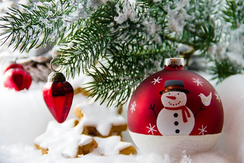 Frohe Festtage und einen guten Rutsch ins neue Jahr wünscht das ...